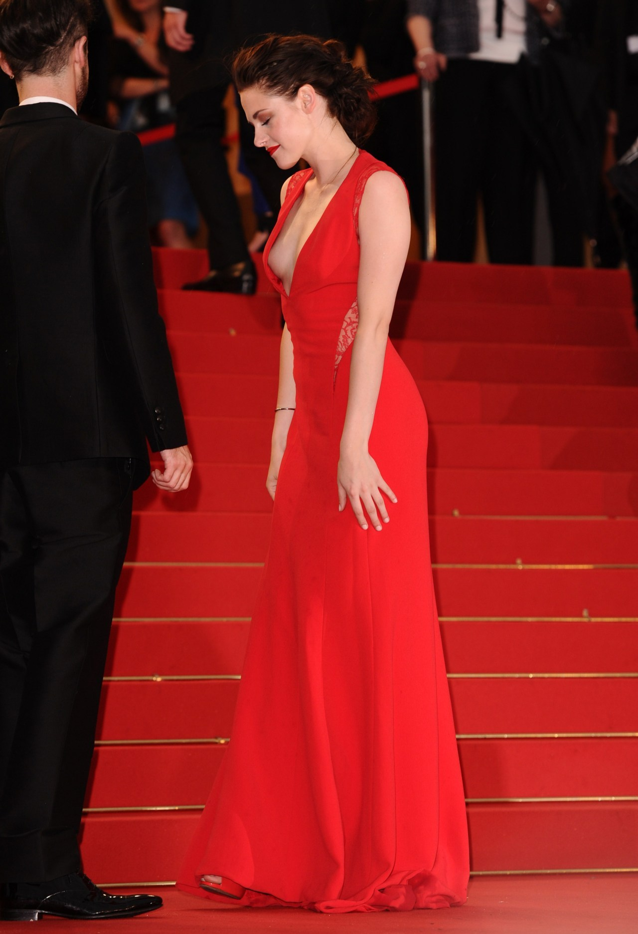 suicideblonde:  Kristen Stewart wearing Reem Acra at the Cosmopolis premiere at the Cannes Film Festival, May 25th