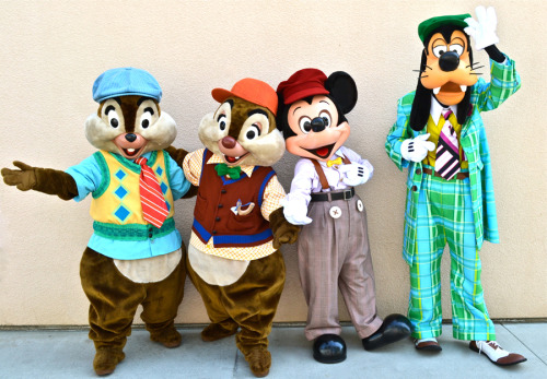 mkbc:  thelittlestmouse:  Mickey and the gang in their new Buena Vista street attire.