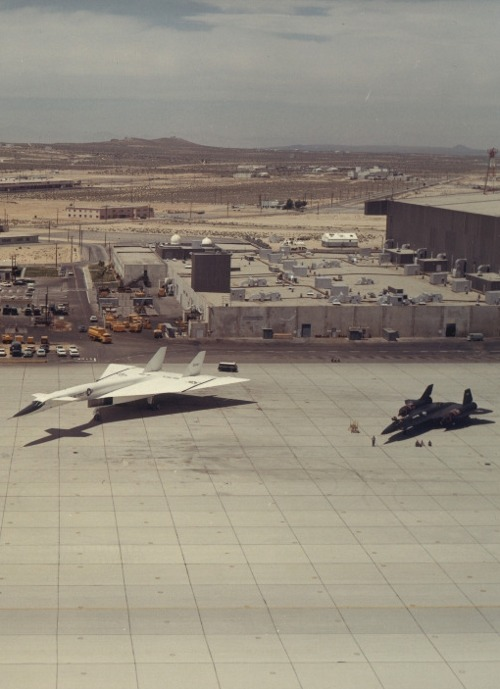 Mach 3: North American XB-70 Valkyrie / Lockheed A-12/YF-12/SR-71 Blackbirds