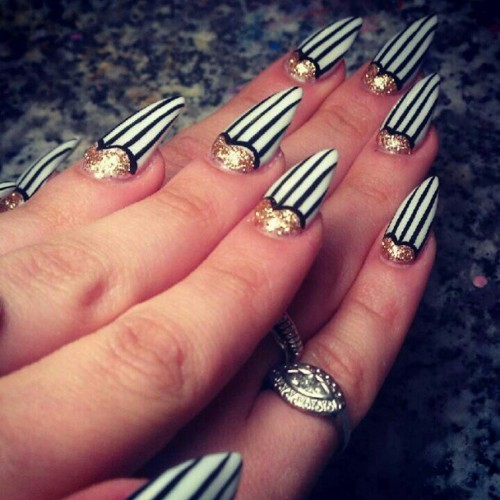 high-on-polish:  pinstripe nails