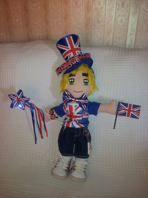 UK in his Cool Britannia outfit, minus sunglasses! He'll be at London MCM Expo tomorrow (Saturday) with me.
