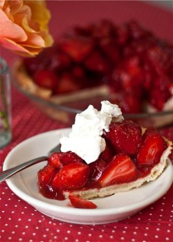 thefitty:  hungry-for-yum:  (via Tide and Thyme » Fresh Strawberry Pie)  (via imgTumble)