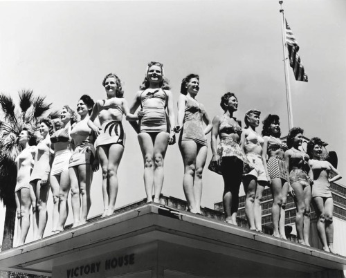 vintagegal:  1942 Miss Victory Beauty Contest held at the Victory House in Los Angeles. Photo by Joseph Jasgur