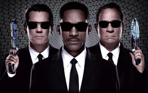 Men in Black 3 Starring: Will Smith Tommy Lee Jones Josh Brolin Directed by : Barry Sonnenfield This movie is really good! It has humor, suspense, action and of course the drama. Compared to the other MIB movies this one has more story in it. IT is about the past. The story was well made and well sequenced but there are times where I get to be confused. It's a good thing though…  I give it an 8.5 out of 10.