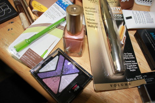 Mini haul! Stuff I picked up several days ago Maybelline Define-a-Brow Pencil in Medium Brown L'Oreal Voluminous Million Lashes Mascara in Carbon Black (my new fave mascara ever) Maybelline Color Explosion Palette in Amethyst Ablazed L'Oreal Color Riche Nail Polish in Versailles Romance