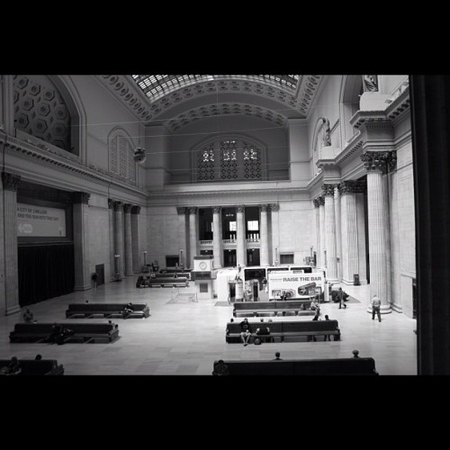 Union Station #instagram#iphoneography#iphonesia#photooftheday#instagood#jj#ig#igers#lovephoto#iphonography#chicago#picoftheday #bestoftheday #tweetgram #webstagram #bw#blackandwhite #bandw (Taken with instagram)