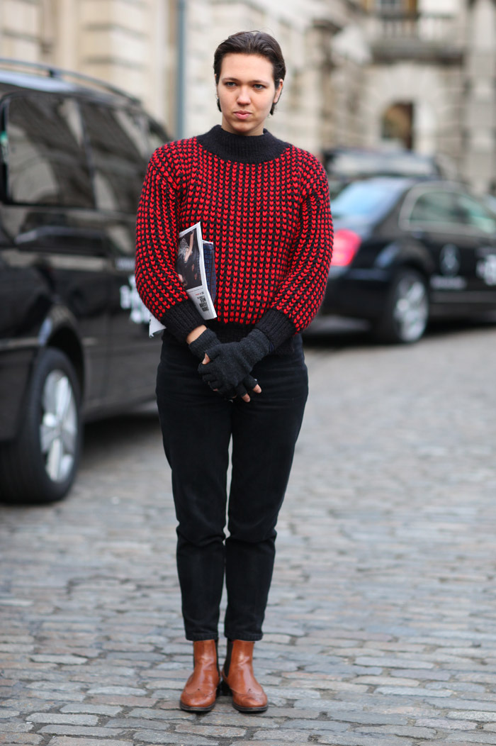 (via Heart Sweater | Street Fashion | Street Peeper | Global Street Fashion and Street Style)