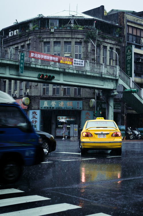 rainy taipei (by yuki_september)