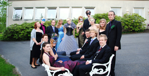 A little preview from Tuesday's spring prom (I'm right in the middle, yay!). In my opinion, we sort of look like the cast of a soap opera - not the prime time kind, the one that airs in the afternoon and includes dramatic monologues and infidelity affairs.