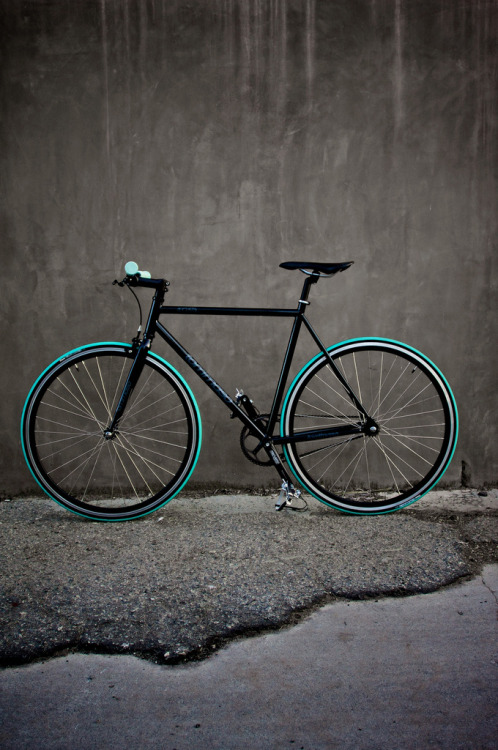 bisikleta:  My Fixie (by justinseago)