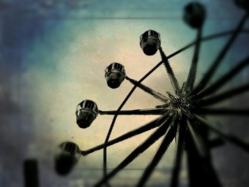 Ferris Wheel#cool #sky #fun #art #rides #dslr #color(from @jenikopuryo on Streamzoo)