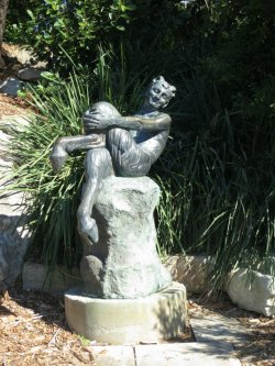 another mythical statue <3 this one was in the Botanical Gardens