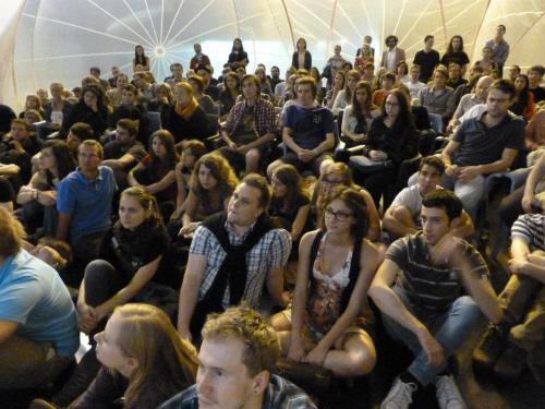 Rosy, the inflatable pavilion by Raumlabor Berlin was packed with people! One of the topics was about the successful public spaces in Prague. What do you think? Do they exist? Yes? No? Maybe?