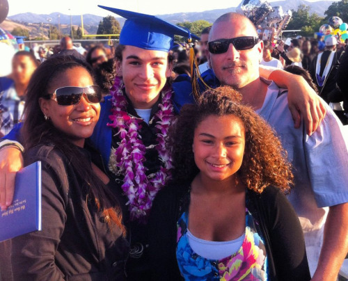 deandrekamelebrackensick:  @BrackensickAI11 with his family on his HS Grad day!!! Awwww!! :)