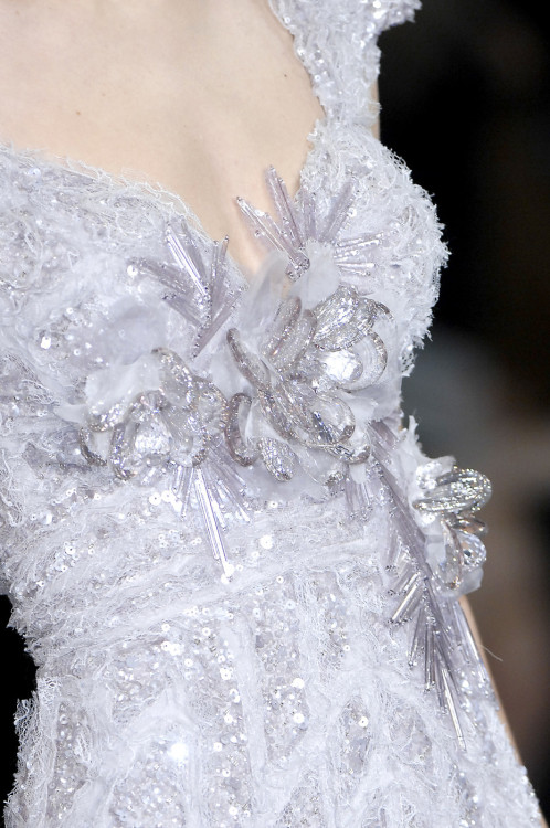 wink-smile-pout:  Elie Saab Haute Couture Spring 2009 So beautiful,like snowflakes.