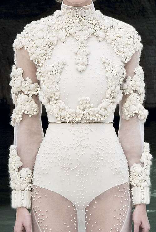wink-smile-pout:  Givenchy Haute Couture Fall 2011