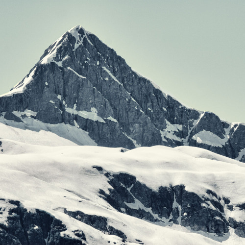 your-english-is-good:  Aiguille (by Christopher DiNottia)