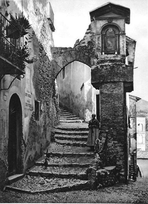 tytusjaneta:  firsttimeuser:  The old city of Subiaco, Italy, 1925 by Kurt Hielscher  Thanks to firsttimeuser