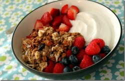 prettybalanced:  Greek Yogurt, Kashi Go Lean Crunch and Berries
