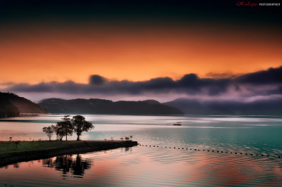 Before sunrise - Sun Moon Lake, Taiwan© kolojo