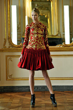 What Would Cersei Wear?Alexander McQueen Submitted by lady-loki-laufeyson