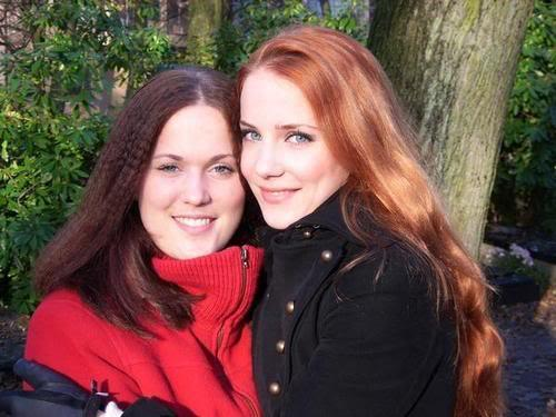 smoonbaby:  Simone and her sister Janneke