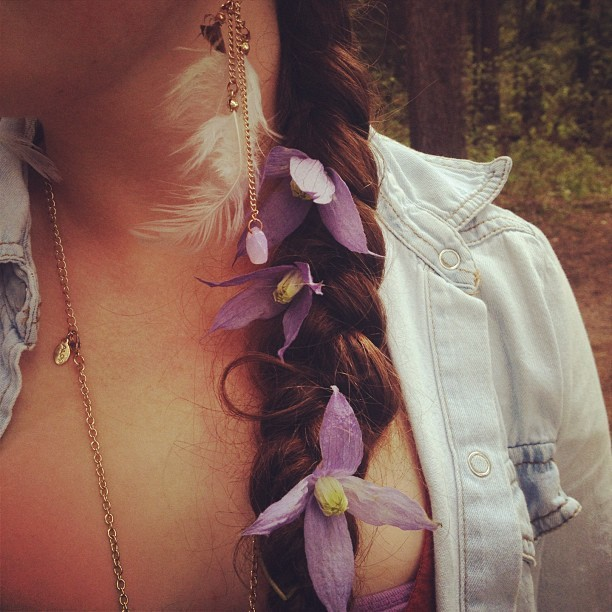 🌺 #hippie #braid #hair #purple #flowers #denim #jacket #fashion #girl #gold #chain #jewelry #earring  (Taken with instagram)