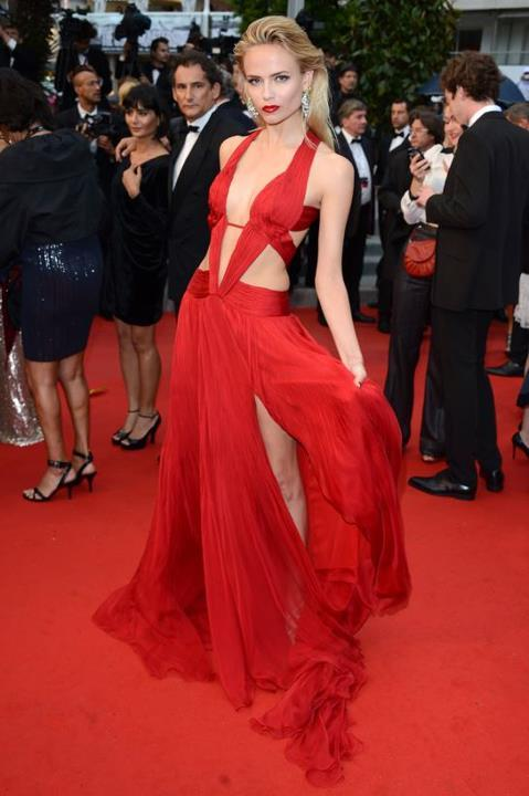 Wow  hot red dress !! Natasha Poly en Roberto Cavalli