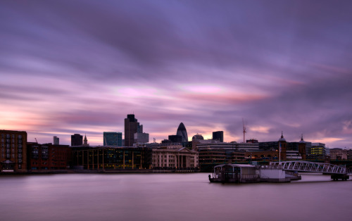 bonjourbecca:  London City (by vulture labs)
