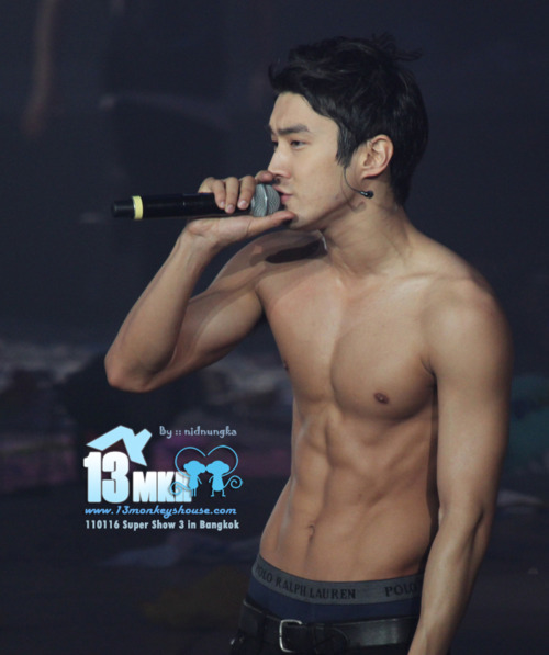 kpopxxx:  Siwon, tell the other gods of perfect abdominals I said hi when you get back to where you're from…and while you're there, tell Jay Park I said hi too.