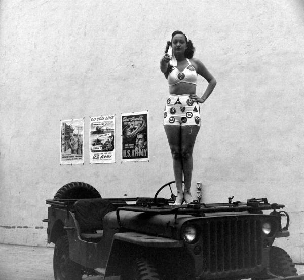 vintagesonia:  Dorothy Lamour showing her support for American troops during WWII, C.1940's  Two beautiful bodies.