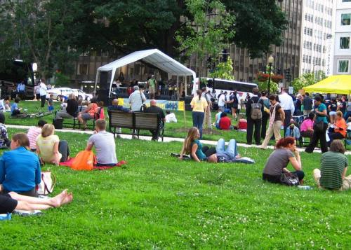 Closer look at free concert held in Farragut Square.