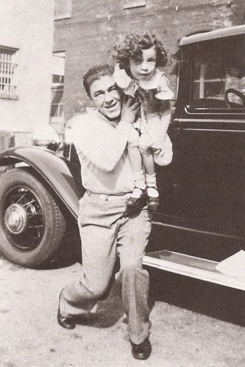 remindmetokillyoulater:  Moe with his daughter, Joan in 1934