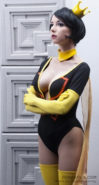 missroxirocket:  (via 11 More Hottest Nerd Costumes for Girls (That Still Aren't Slave Leia) - Topless Robot - Page 2) an idea for this year's sdcc :)  Wonderful Mrs.Dr.Girlfriend cosplay.