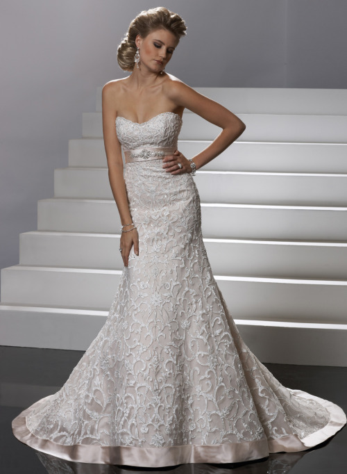 awesomeweddingdresses:  http://www.sotteroandmidgley.com/dress.aspx?style=VSM7097