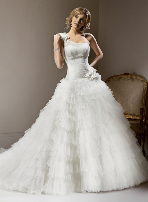awesomeweddingdresses:  http://www.maggiesottero.com/dress.aspx?style=V7123