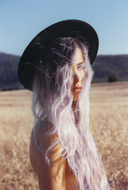 indie-foxx:  Grunge, Indie, Fashion, Pastel, Photography, 80s, Vogue. ☯ Find Nirvana ☯