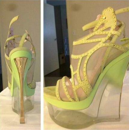 Iggy's Versace heels. Her shoe game is proving to be murderous    Instagram @thenewclassic
