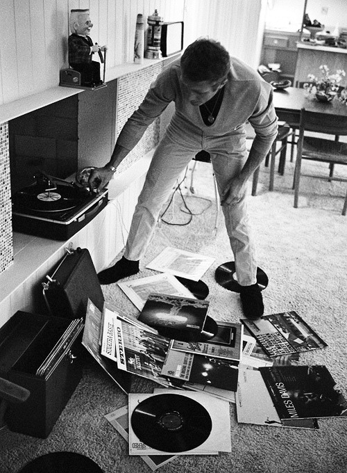 bullit1987:  Steve McQueen playing records.