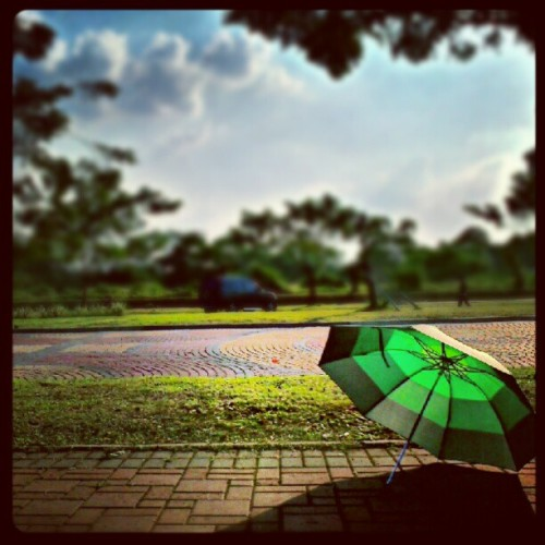 Sore sore panas pake umbrella (Taken with instagram)