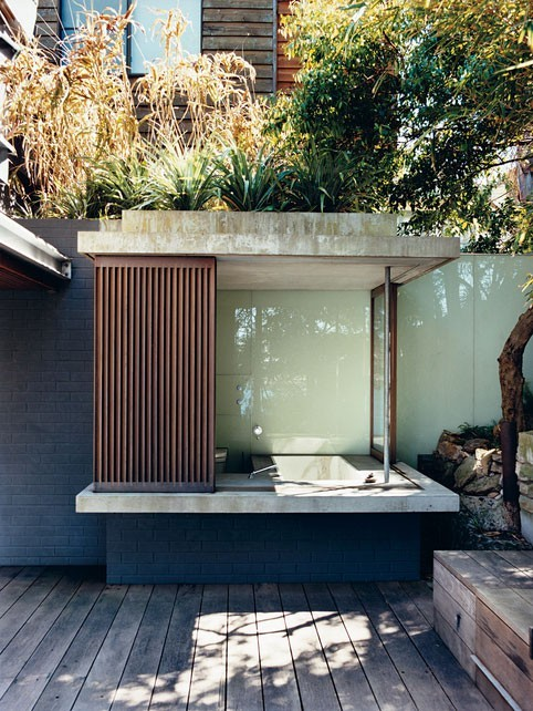 aros:  outdoor bathroom