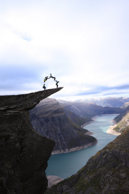 slackline:  (via 15 Best Adrenaline Rush Pictures of the Week – May 09th to May 16th, 2012 Doing a Backflip on Trolltunga in Norway – Odd Stuff Magazine)