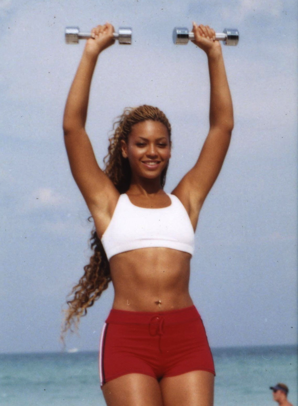 beyoncespenis: beyonce lifting weights so shes one day able to hold all 16 of her grammys at once