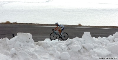 fuckyeahcycling:  Giro d'Italia 2012 | Stage 20 (via 2012 giro-d-italia photos stage-20)  Over 90 before noon here today, looking at this picture makes me feel a little better. A little.