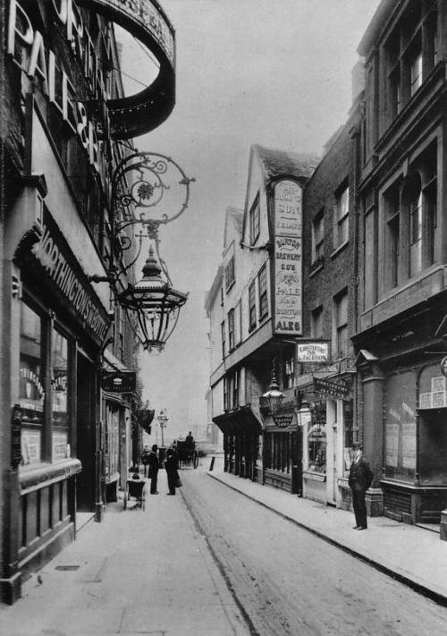 lasnotasenlapared:  Let's take a walk!  Wych Street, London, 1901.