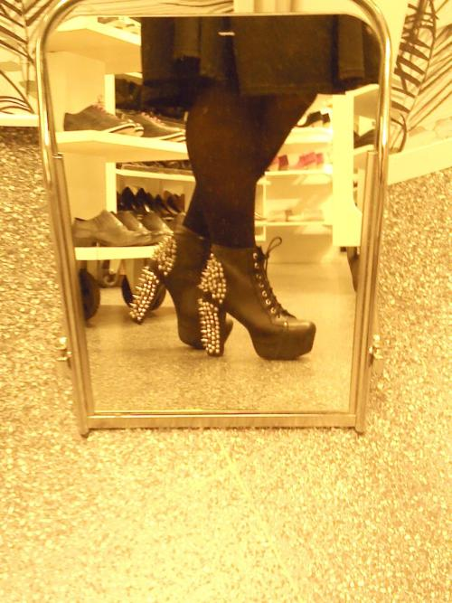 My new shoes =) Jeffrey Campbell lita spikes ^^ 05/09/2012