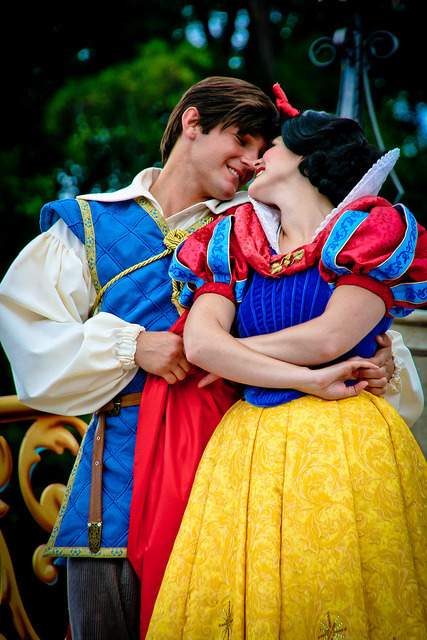 foreverdreamingofdisney:  Snow White and Prince by abelle2 on Flickr.