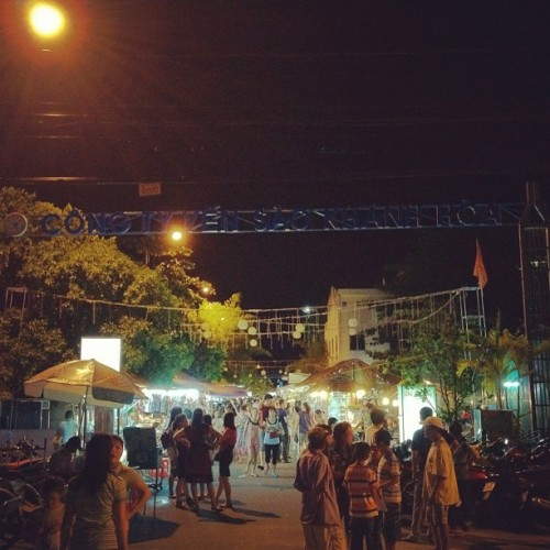 #Adventure in #nightmarket! #travel #nhatrang #vietnam  (Taken with Instagram at Công ty Yến Sào Khánh Hòa)
