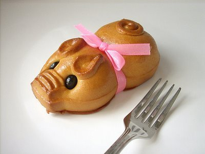 Too cute to eat~ source: http://www.sexyeatz.com