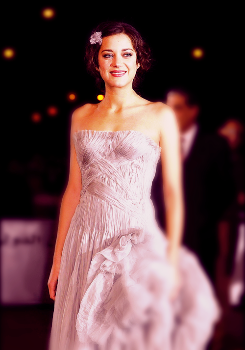 deduction-and-deception:  ♦ 7/100 photos of Marion Cotillard  [x]